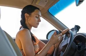 RMF 24: Wysyłanie SMS-ów w trakcie jazdy groźniejsze niż alkohol