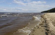 RMF: Darłowo. Nie żyje 14-latek, który wraz z rodzeństwem został porwany przez morskie fale