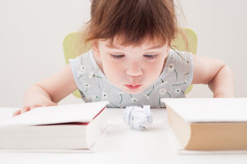 Rób z dzieckiem ćwiczenia oddechowe /123RF/PICSEL
