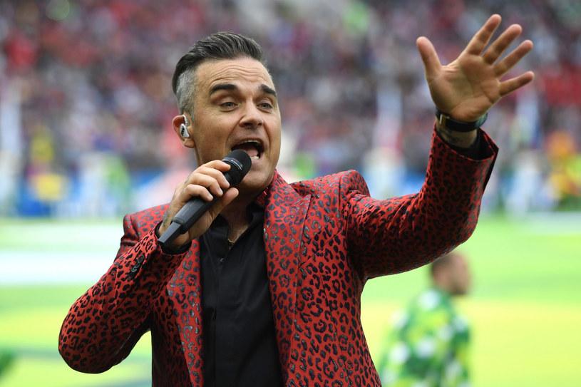 Robbie Williams ciągle odczuwa skutki hulaszczego trybu życia /AFP /East News