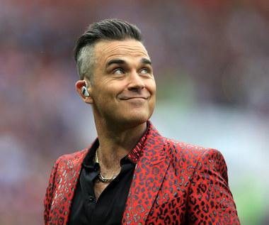 """Robbie Williams parodiuje Borisa Johnsona. Zobacz klip """"Can't Stop The Christmas"""""""