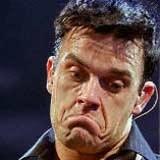 Robbie Williams sam nie wie, która okładka jest najlepsza. /AFP