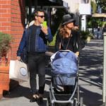 Robbie Williams z rodziną na zakupach