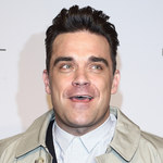 Robbie Williams złamał rękę fance!