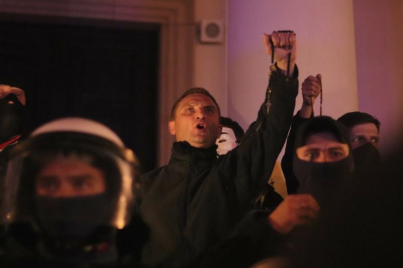 Robert Bąkiewicz na kontrmanifestacji podczas Strajku Kobiet /Pawel Wasniowski/REPORTER /Reporter