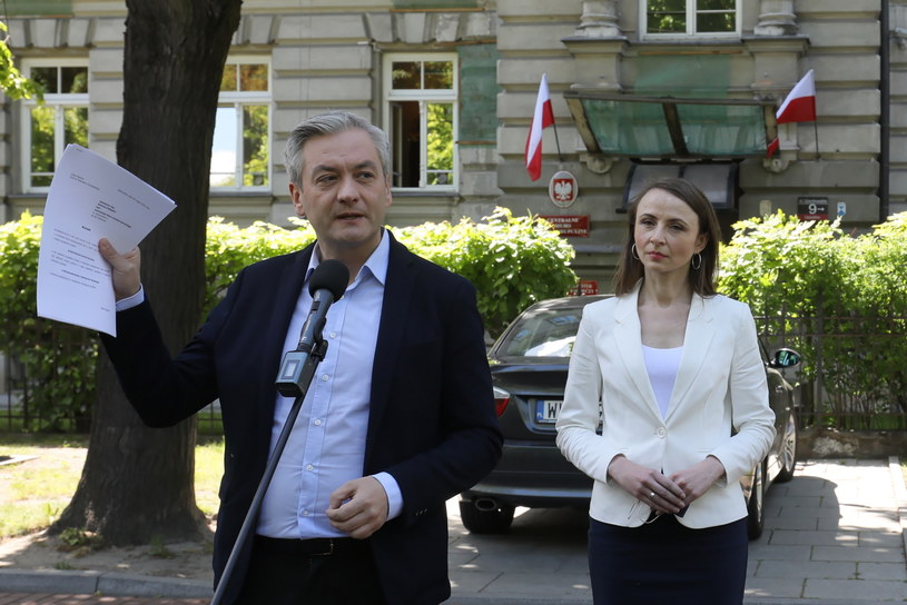 Robert Biedroń oraz posłanka Lewicy Agnieszka Dziemianowicz-Bąk /Paweł Supernak /PAP