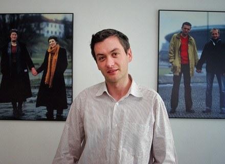 """Robert Biedroń, prezes Kampanii Przeciw Homofobii i autor """"Tęczowego elementarza"""" /AFP"""