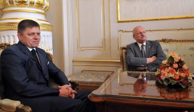 Robert Fico (L) i prezydent Słowacji Ivan Gasparović /AFP