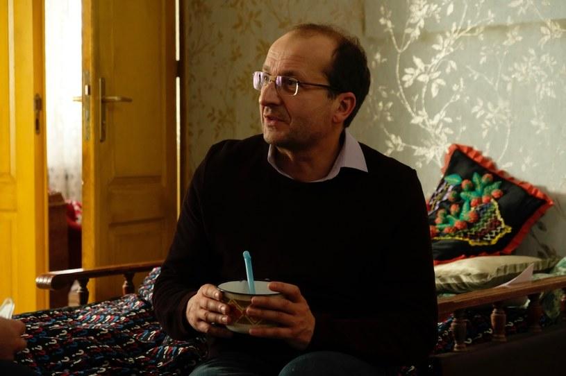 """Robert Górski w """"Pięknych i bezrobotnych"""" /Krzysztof Opaliński /Polsat"""