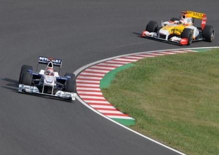 Robert Kubica i Fernando Alonso. Tym razem to Hiszpan jeździł szybciej /AFP