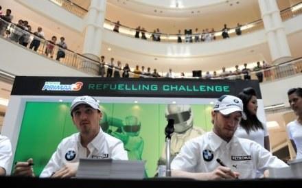 Robert Kubica i Nick Heidfeld mają wielu fanów w Malezji /AFP