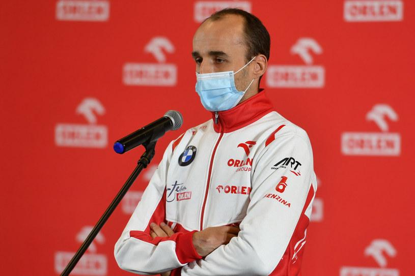 Robert Kubica kolejny sezon będzie tylko kierowcą testowym /Artur Barbarowski /East News