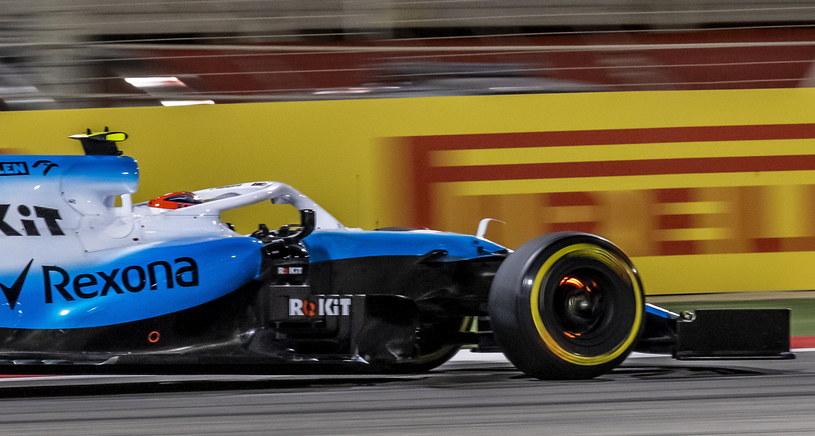 Robert Kubica podczas wyścigu o Grand Prix Bahrajnu /PAP/EPA