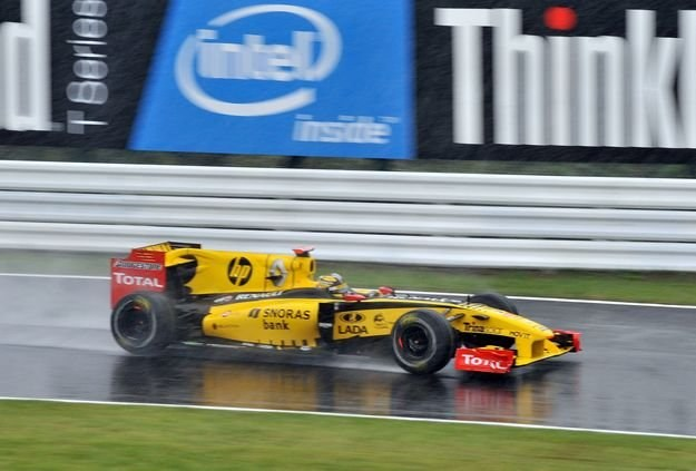 Robert Kubica radzi sobie znakomicie nie tylko w bolidzie Formuły 1 /AFP