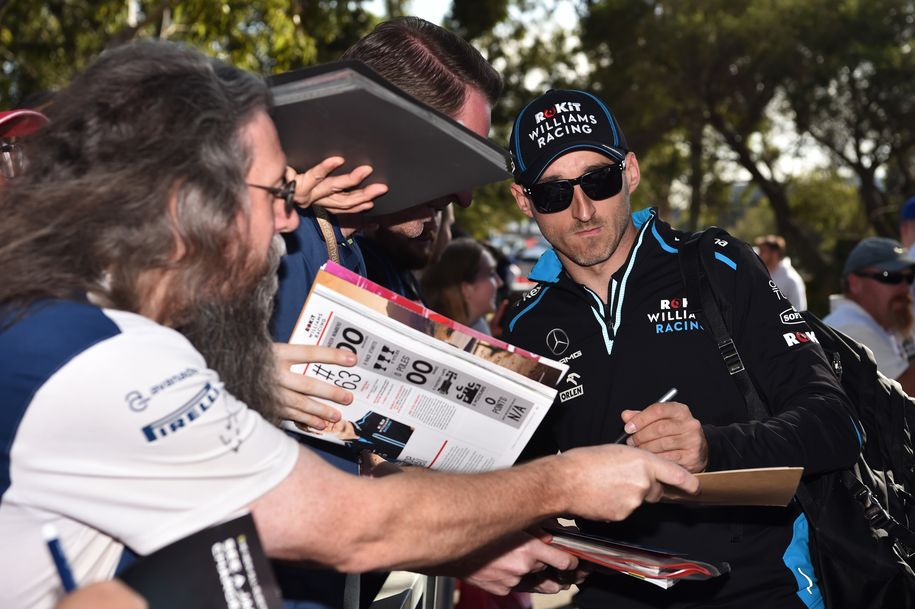 Robert Kubica w Albert Park Grand Prix Circuit w Melbourne /JAMES ROSS /PAP/EPA