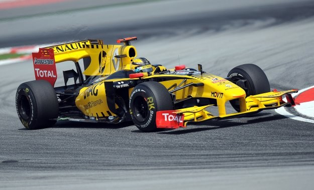 Robert Kubica w bolidzie Renault /AFP