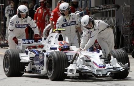 Robert Kubica wystartuje z piątego pola w Grand Prix Turcji /AFP