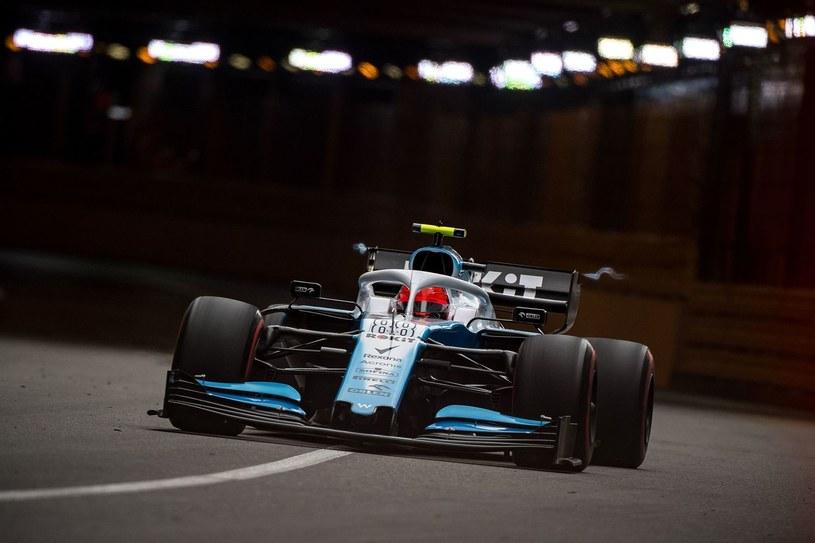 Robert Kubica za kierownicą bolidu /AFP