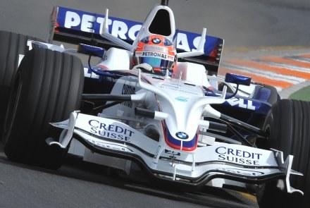 Robert Kubica za kółkiem swojego bolidu /AFP