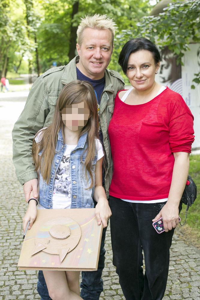 Robert Leszczyński z córką Vesną i jej mamą /Baranowski /AKPA