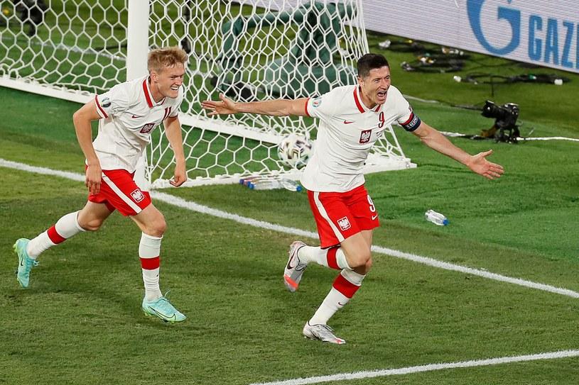 Robert Lewandowski celebruje gola /AFP