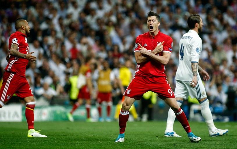 Robert Lewandowski cieszy się z gola na Santiago Bernabeu /AFP
