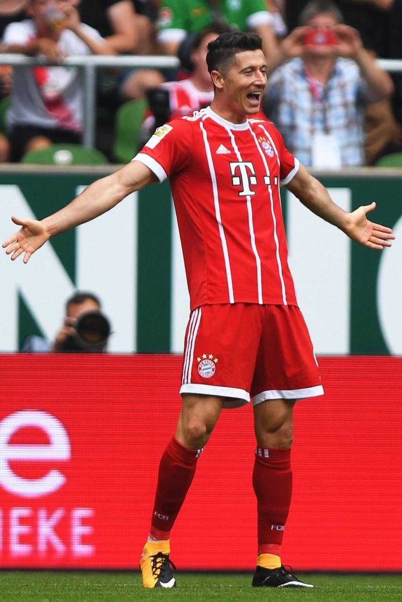 Robert Lewandowski cieszy się z gola podczas meczu z Werderem Brema /PAP/EPA