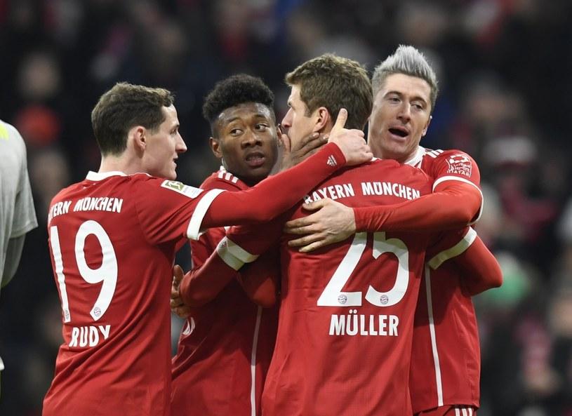 Robert Lewandowski cieszy się z gola w meczu z FC Koeln /PAP/EPA