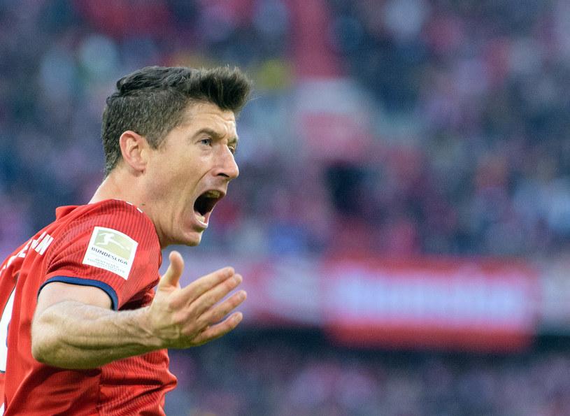 Robert Lewandowski cieszy się z gola /AFP
