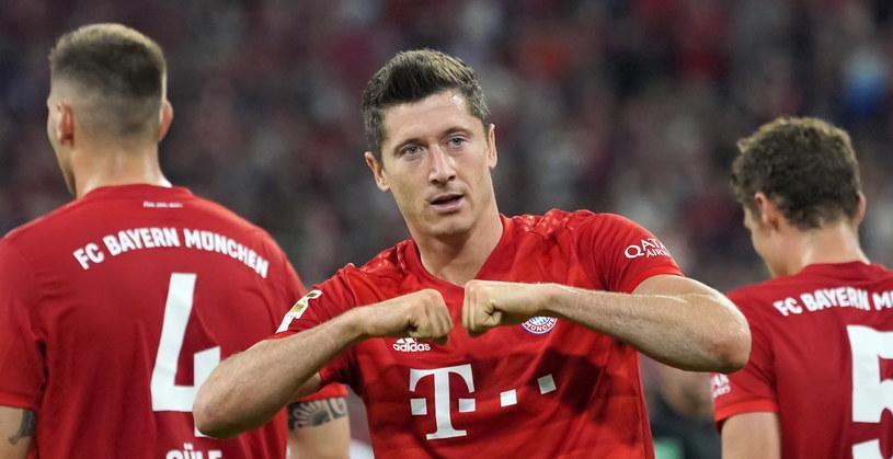 Robert Lewandowski cieszy się z pierwszego gola w nowym sezonie Bundesligi /PAP/EPA