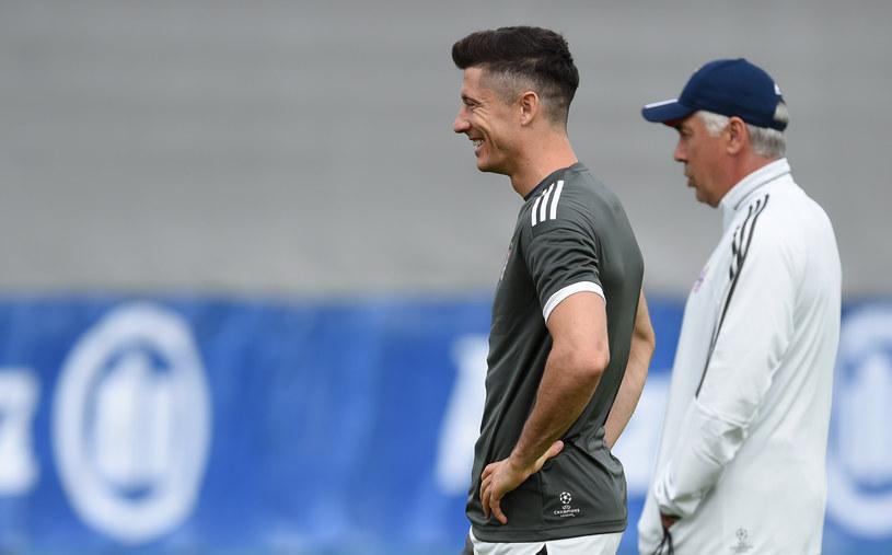 Robert Lewandowski i Carlo Ancelotti podczas poniedziałkowego treningu /AFP