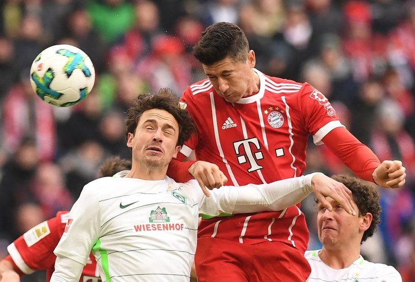 Robert Lewandowski i gracz Werderu Thomas Delaney /PAP/EPA