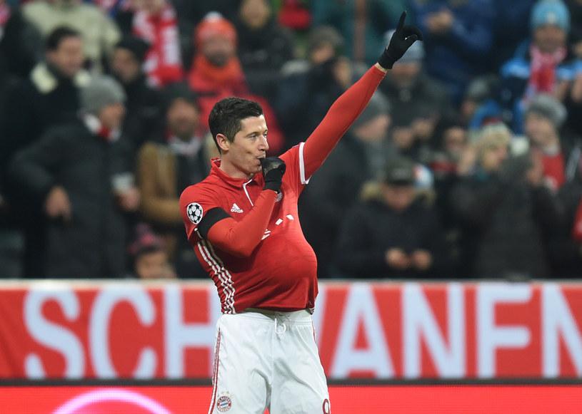 Robert Lewandowski i jego cieszynka po golu w meczu z Atletico /AFP