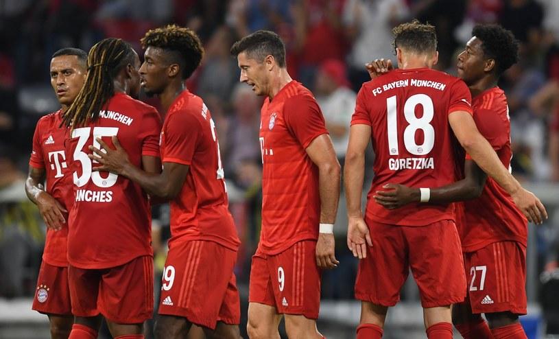 Robert Lewandowski i jego koledzy z Bayernu mogli się cieszyć z kolejnych bramek /AFP