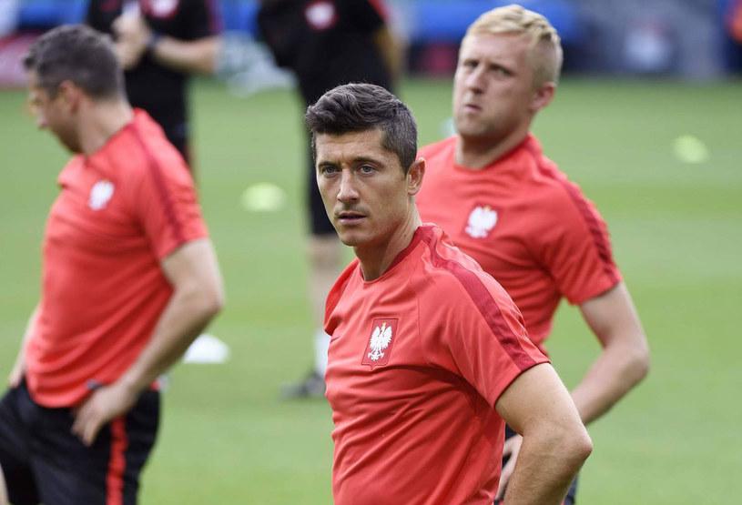 Robert Lewandowski i Kamil Glik na treningu reprezentacji /AFP