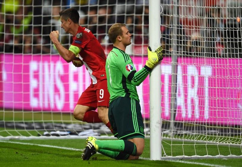 Robert Lewandowski i Manuel Neuer podczas meczu Niemcy - Polska w eliminacjach Euro 2016 /AFP