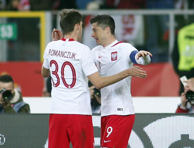 Robert Lewandowski i Taras Romanczuk /Tomasz Wańtula /Newspix