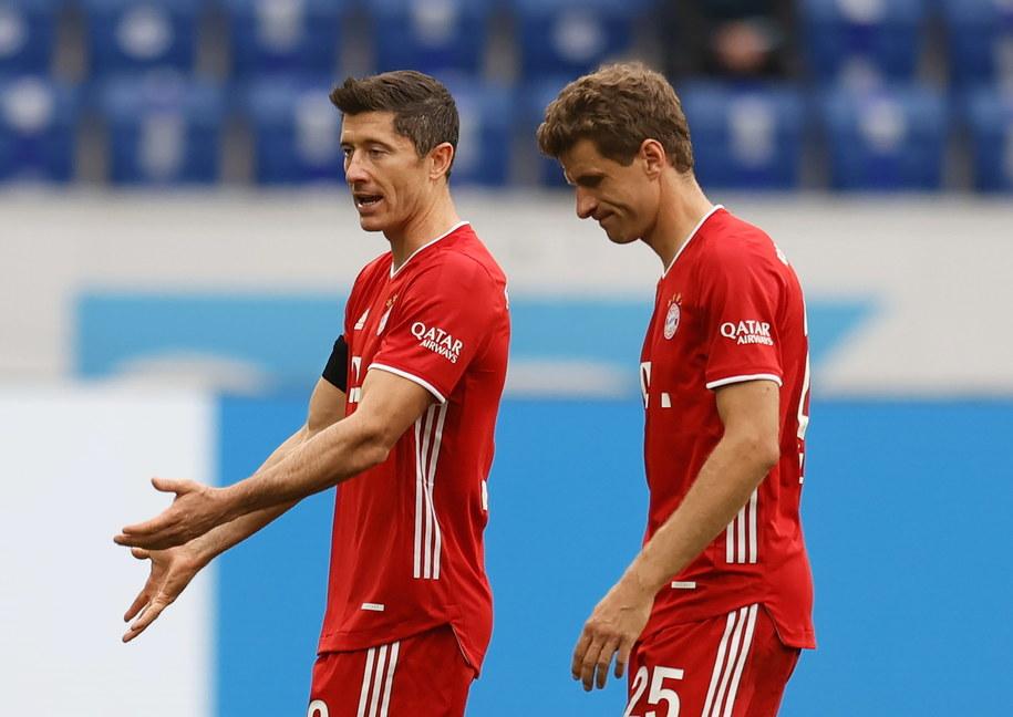 Robert Lewandowski i Thomas Mueller po meczu Bayernu Monachium z TSG 1899 Hoffenheim /RONALD WITTEK /PAP/EPA