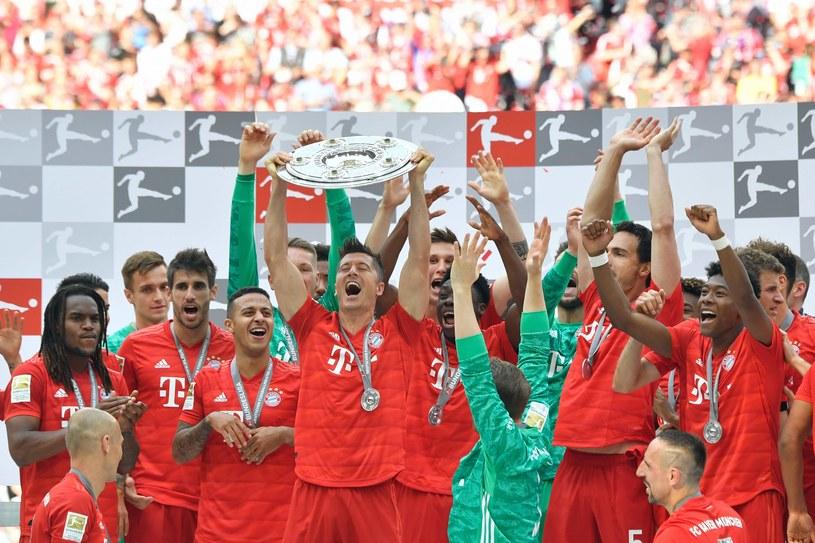 Robert Lewandowski ma już mistrzowską paterę. Do pełni szczęścia brakuje mu Pucharu Ligi Mistrzów. /AFP