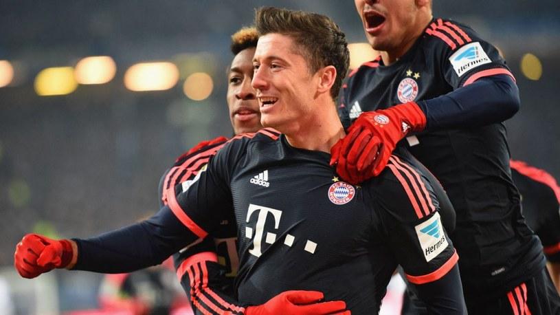 Robert Lewandowski (na pierwszym planie) znowu strzelił gola dla Bayernu /AFP