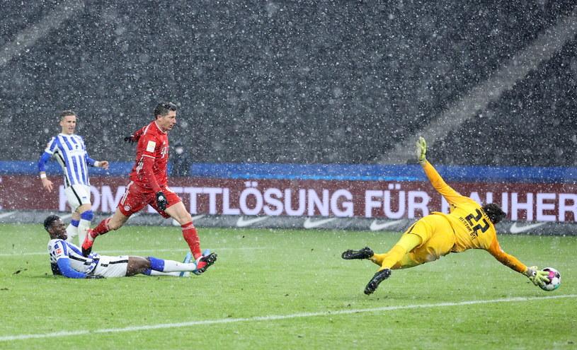 Robert Lewandowski nie zdobył bramki w meczu z Herthą /Boris Streubel /PAP/EPA