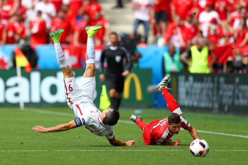 Robert Lewandowski po ataku Fabiana Schaera /Lars Baron /Getty Images