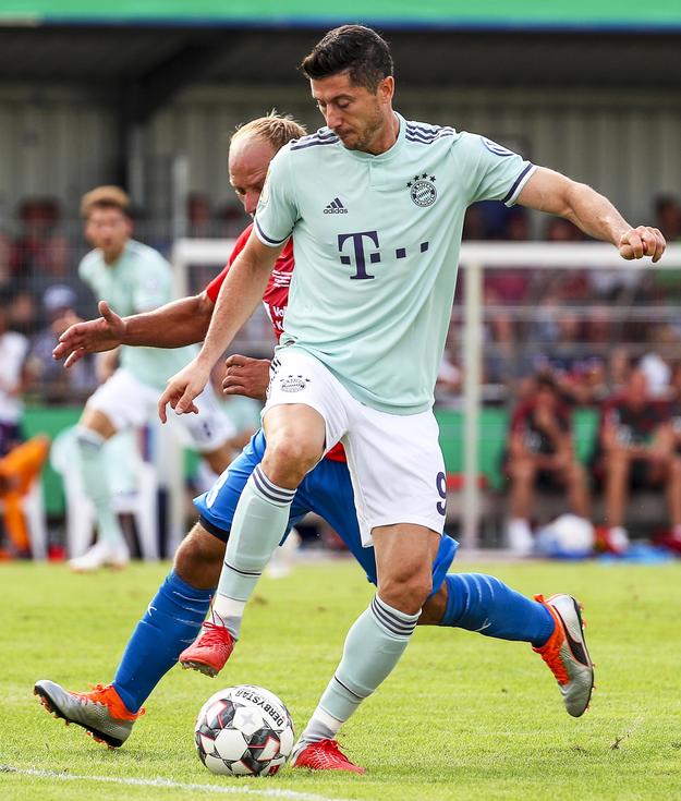 Robert Lewandowski podczas meczu Pucharu Niemiec /SRDJAN SUKI /PAP/EPA