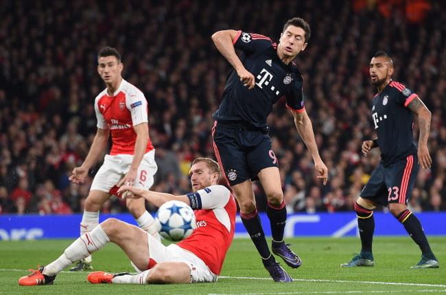 Robert Lewandowski podczas meczu z Arsenalem /PAP/EPA