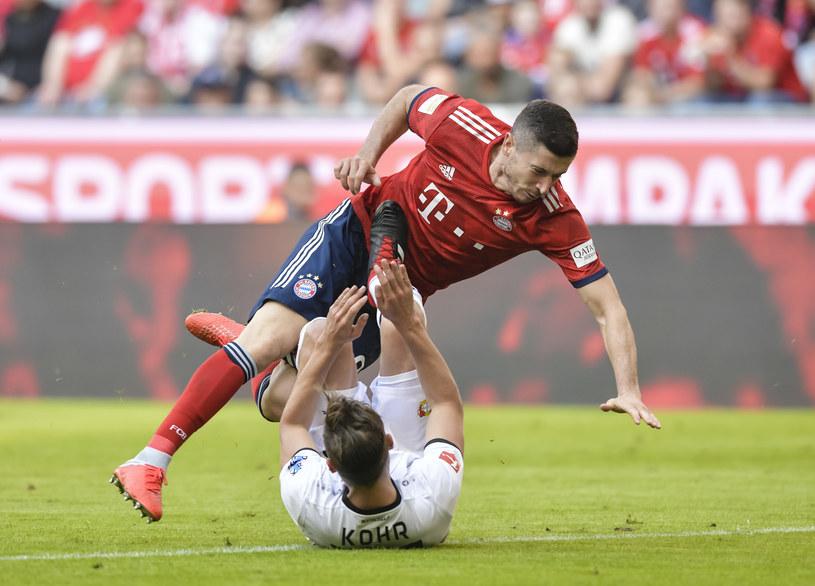 Robert Lewandowski podczas meczu z Bayerem Leverkusen /AFP