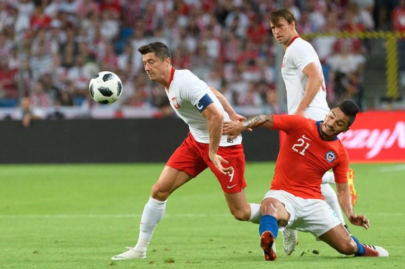 Robert Lewandowski podczas meczu z Chile /Jacek Kaczmarczyk /PAP