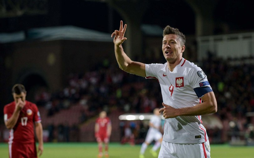 Robert Lewandowski podczas październikowego meczu Armenia - Polska /AFP