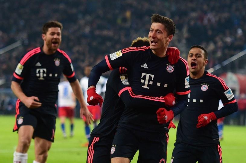 Robert Lewandowski poprowadził Bayern do zwycięstwa w Hamburgu. /AFP