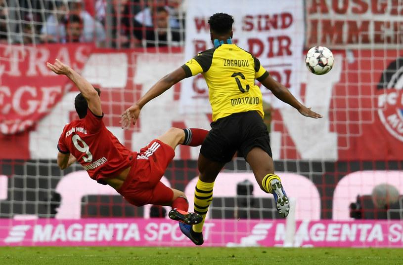 Robert Lewandowski strzela gola dla Bayernu /AFP