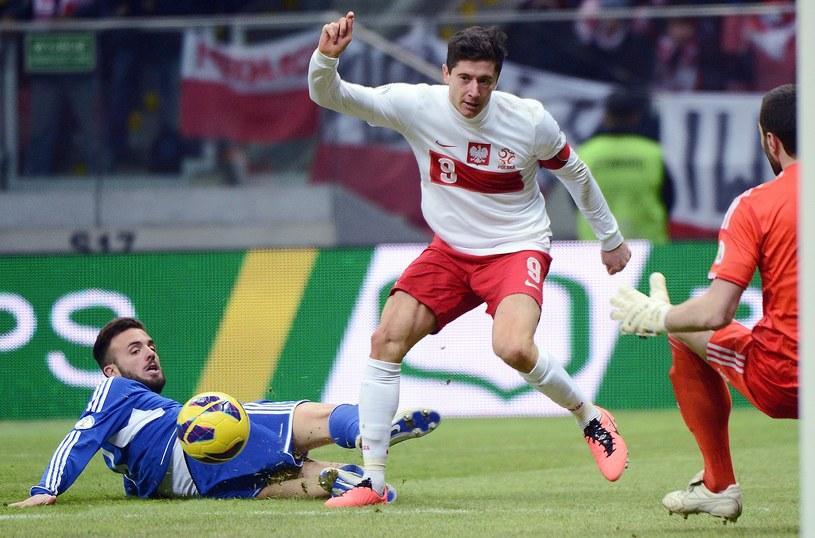 Robert Lewandowski strzelił dwa gole, ale też irytował kibiców /AFP